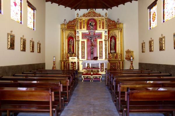 Interior Capilla Colonial.