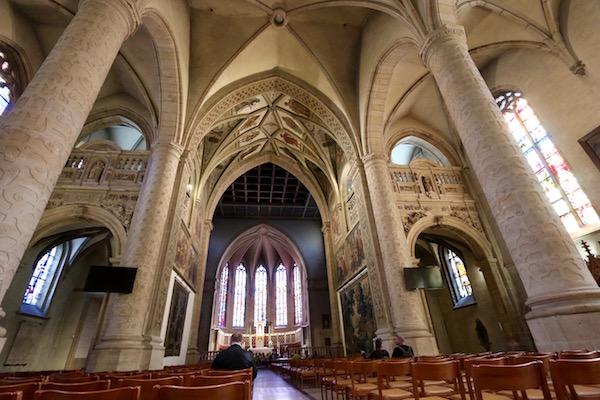 Interior Iglesia de Notre Dame.