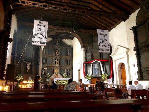 Interior Parroquia de Santo Tomás Chichicastenango.