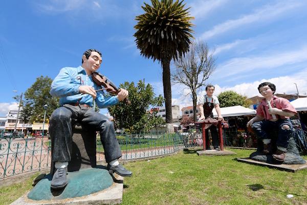 Monumento a la música y cuero, Cotacachi.
