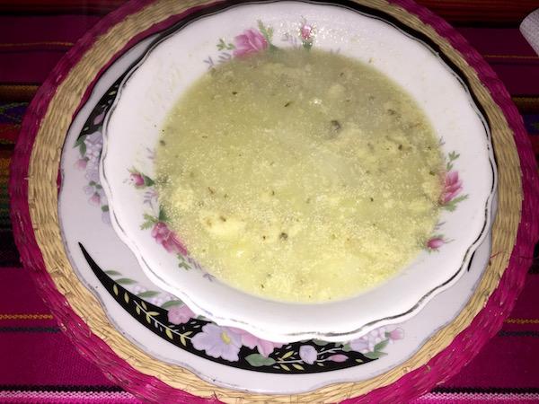 Restaurante de Sumac Micuy In, Caldo de pollo.