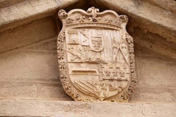 Escudo portada iglesia de Santa Catalina.