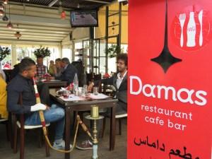 """""""Damas"""", nouveau restaurant ouvert sur le port à Mytilène, tenu par un chef cuisinier syrien arrivé comme migrant par bateau. Le meilleur est possible, """"IMPOSSIBLE AS POSSIBLE"""". J'y ai déjeuné et dégusté une superbe cuisine syrienne."""