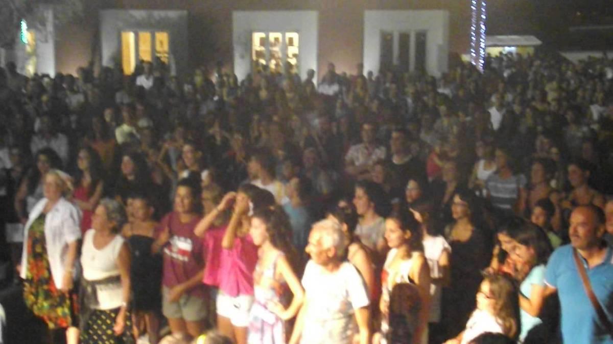 """SCAZZICAPIETI - Madley a LEVERANO """"WINE FESTIVAL VECCHIA TORRE 2014"""" pizzica mi piacque su YouTube"""