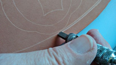 4-Cutting the leather