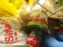 guistrigona rifiuti sulla strada (1)