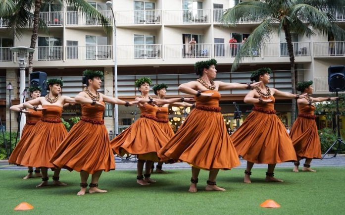 Waikiki Beach Walk free entertainment