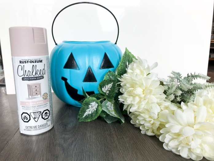 pumpkin diy craft with plastic pumpkin