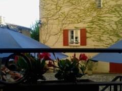 Mi piacciono molto i colori pastello dell'architettura provenzale