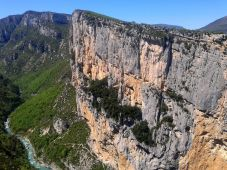 L'imponente parete dell'Escales, un'invito all'arrampicata!