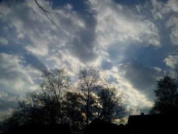Regen--BOGEN--mystische--GARTEN--IDYLLE--WÖLKchen8