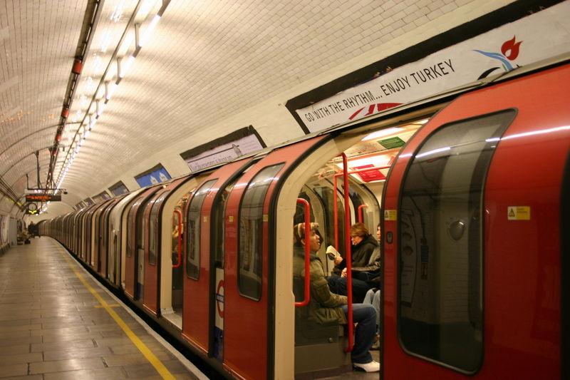 800px-london_underground_tube_stock_1992