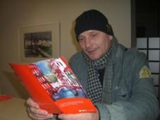 Andreas Mattern bei seiner Ausstellung