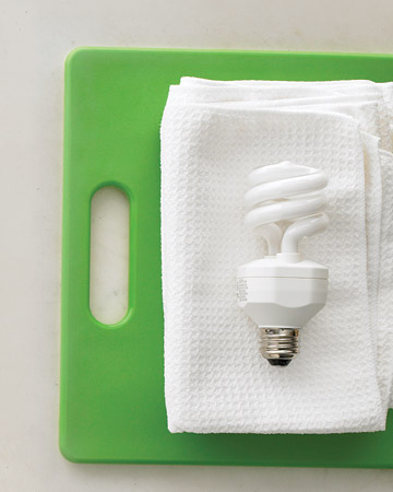 How to clean a lightbulb