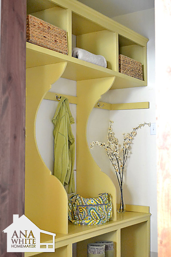 Great mudroom organizer plans by Ana White