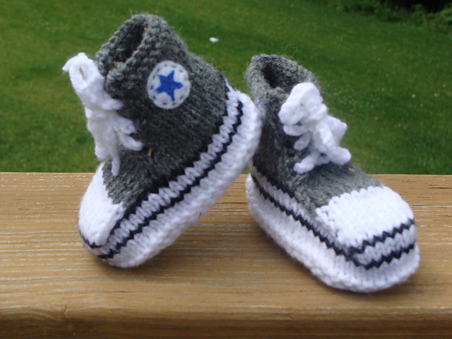 Converse baby booties pattern
