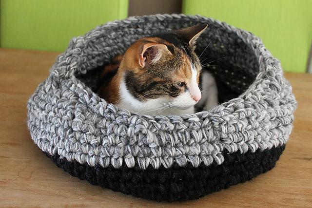 Crocheted cat pod tutorial