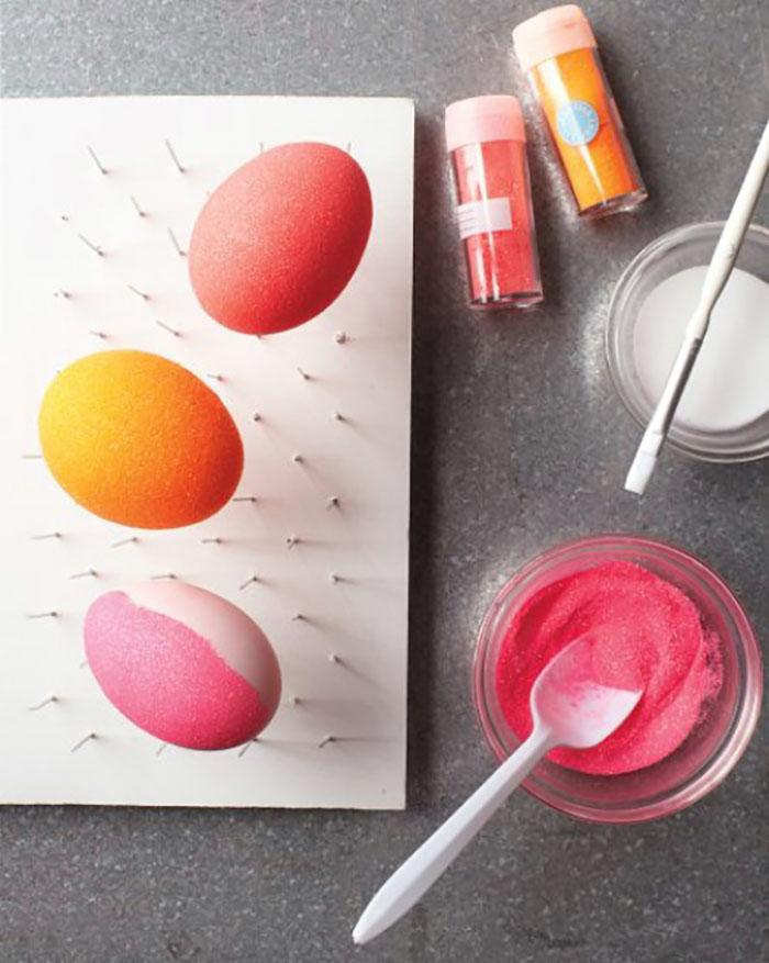 DIY neon glitter eggs