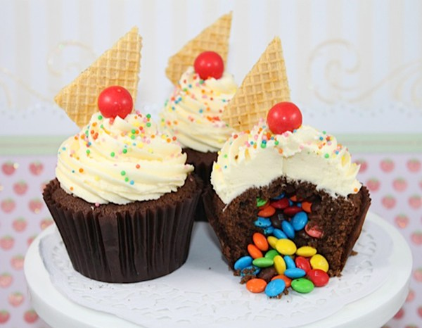 How to make a surprise cupcake