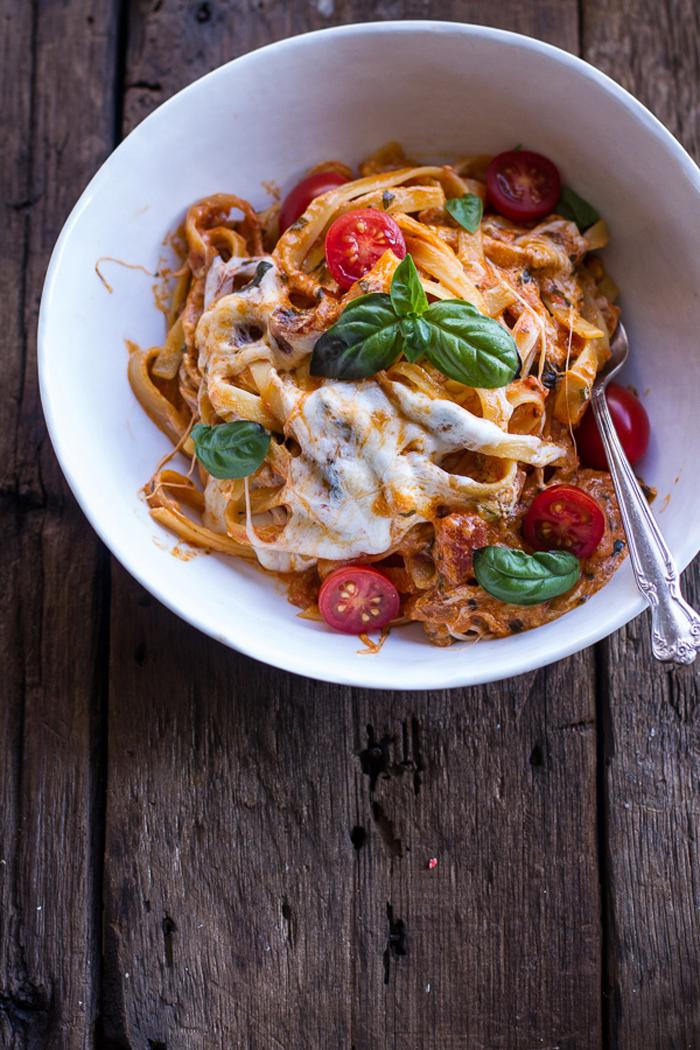One Pot Creamy Tomato Basil Pasta Bake