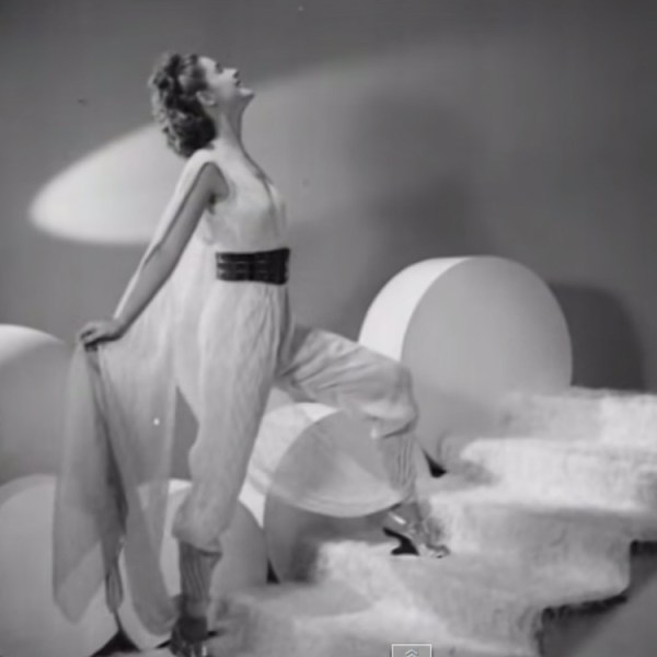 Fashion designers in 1939 predicted what people would be wearing in 2000. The commentary and outfits are hilarious!