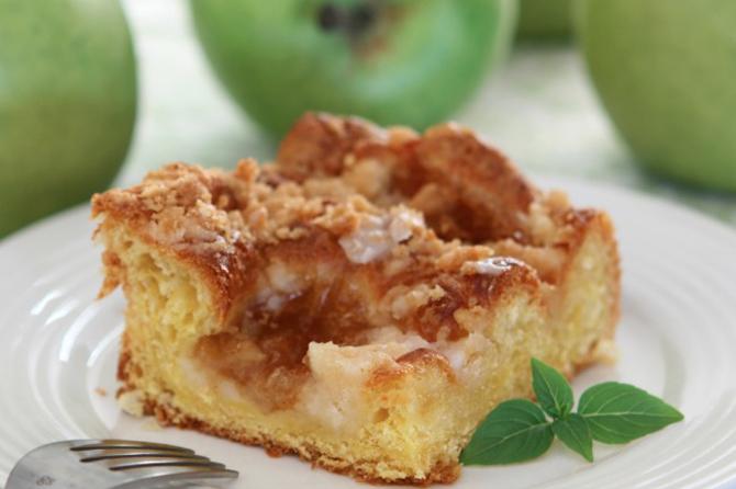 Slow Cooker Apple Pie Coffee Cake Recipe