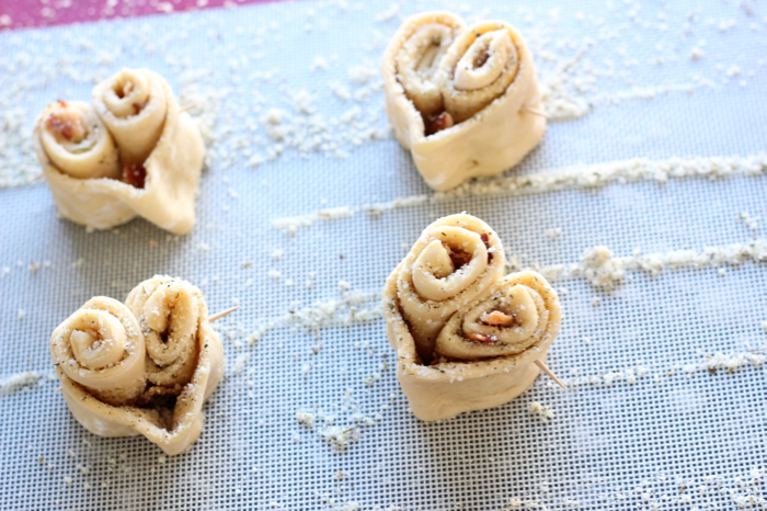 Cheesy Garlic Heart Rolls