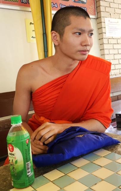 monk-chat-chiang-mai-thailand