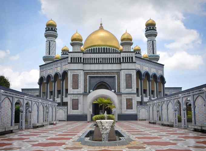 Jame Asr Hassanil Bolkiah Mosque, Bandar Seri Begawan, Brunei, Borneo