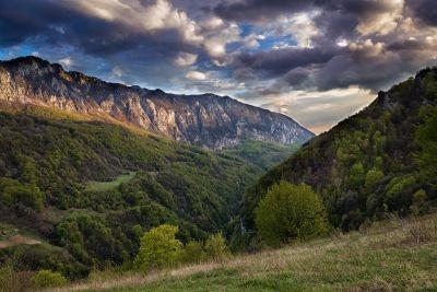 Lumină pentru România. Ineleț, munții Cernei