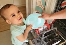 Photo of 1 an și 7 luni: Ilinca a început să ne ajute la treburile casnice