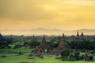 sunset photo at the amazing temples in Bagan