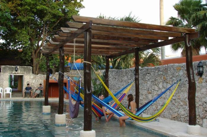 picture of the pool at Nomadas hostel in Merida, Mexico