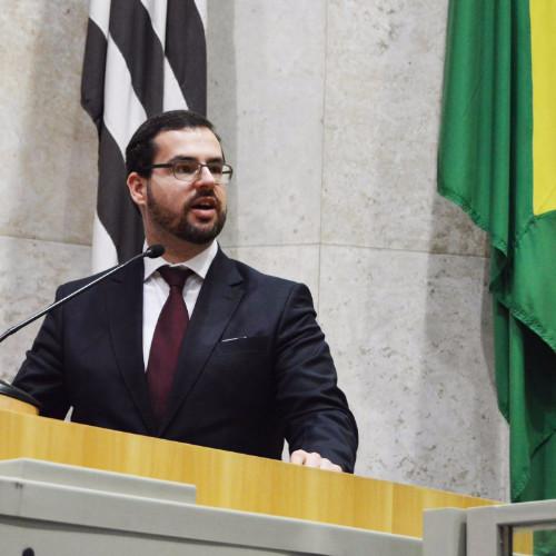 Andre Naves - Defensor Público Federal, Professor, Escritor e Palestrante interessado na ampliação e concretização dos Direitos Humanos, pela Cultura, Literatura e Arte.