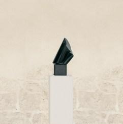 Instable parfois, 2006, granit d'Inde, 47 x 22 x 20 cm