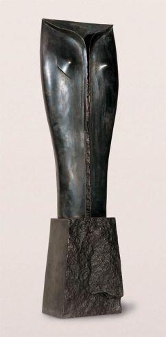 Jeune fille debout, 2001, bronze, 108 x 33 x 20 cm