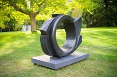 Dans la vague 2, 2012, bronze, 100 x 125 x 40 cm