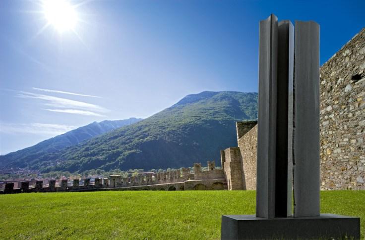 Trilogie, 2009, granit d'Afrique, 180 x 150 x 80 cm
