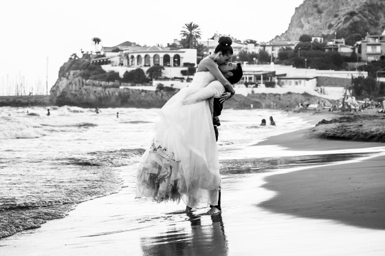 wedding photos by the beach