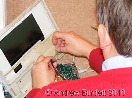 PC MAN_Dad rewires the controller laptop