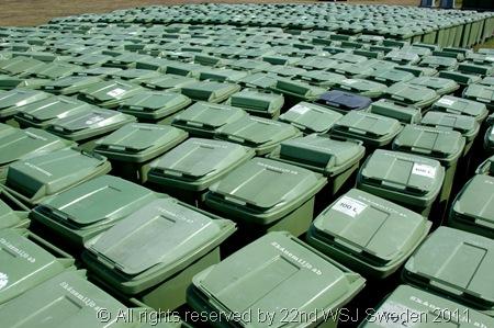 TRASH TOWN_Rubbish bins at the ready!