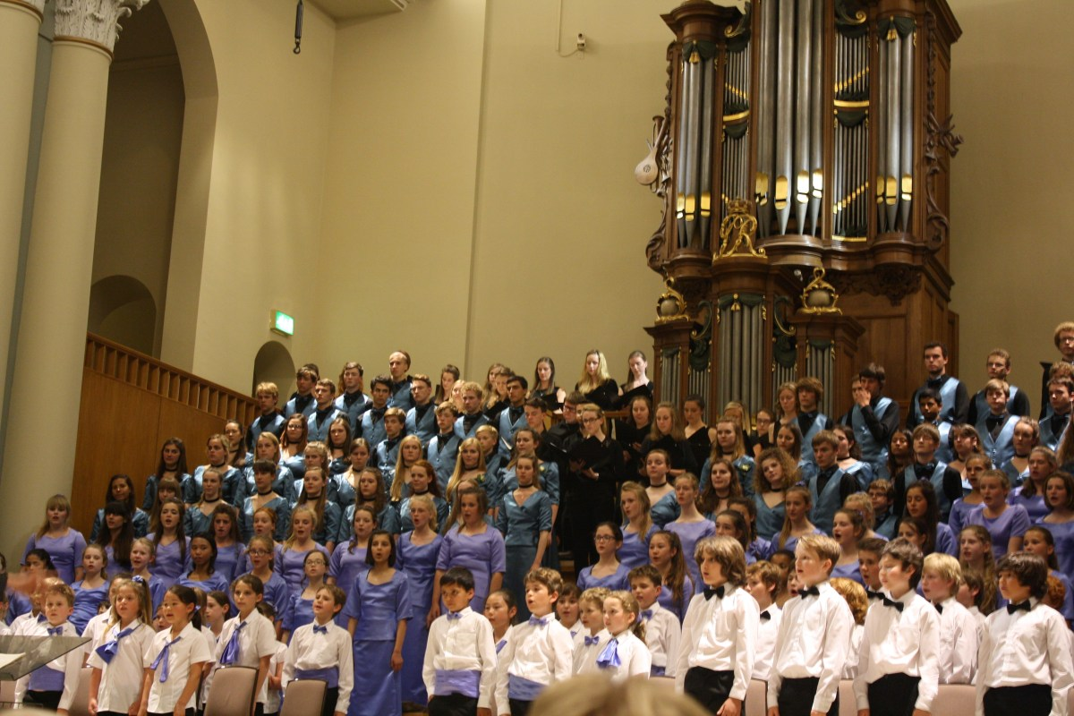 Members of Taplow Youth, Boys', Girls' and Children's choirs – plus singers from the one-off Alumni choir.