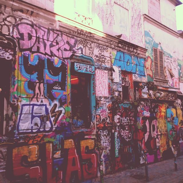 Graffiti, Rue Dénoyez, Paris, France