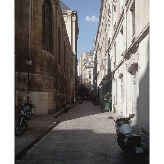 Paris #parisfrance #paris #france #beautiful #beauty #parisjetaime #parisphoto #parismonamour #perspective #sunsets #igersfrance #topparisphoto #wanderlust #travel  #parismaville #ig_france  #parisian #parislove #cityscape #french #architecture #architectureporn #night #buildings #sunset #sky #vsco #vscocam #vscogrid #street