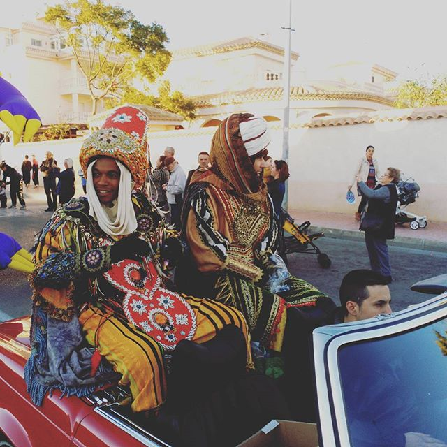 Baltasar (one of the tree kings) arriving in a classic car. Beautiful costume! Three Kings Parade (Cabalgata de los Reyes Magos), Orihuela Costa, Spain#reyes #reyesmagos #threekings #baltasar #costume #ethnic #esthnicwear #show #cabalgata #cabalgatareyes #cabalgatareyesmagos #parade #espagne #spanien #spagna #españa #cabrio #classiccar #classiccars #fiesta #fiestas #losreyes #orihuela #lazenia #lazeniaboulevard #costablanca #costaorihuela #orihuelacosta #fashion #clothing