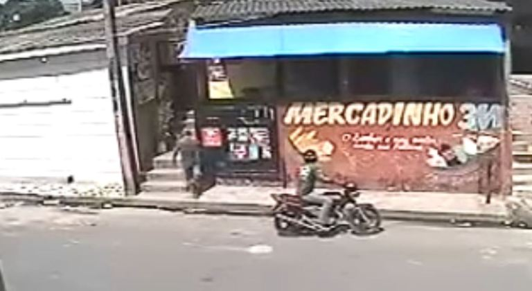 Best of Brazil: Robbery Attempt Goes Hilariously Wrong