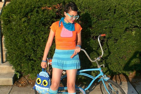 576px-Hipster_with_bike