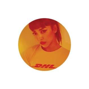 """#5 LUNA - FREE SOMEBODY. Genre: electropop / house. Album: Free Somebody. - EP Bài K-pop hay nhất trong năm nay. Và đương nhiên thay vì """"những bài ballad dễ nghe, chất lượng"""", SM lại lái Luna sang house / electro """"khó nghe khó ngấm"""". Link: https://www.youtube.com/watch?v=lpwG8f9nt4s"""