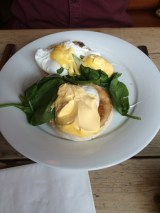 Egg benedict @theloungers #lovelounging