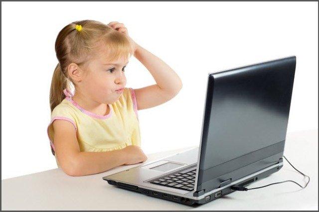 Компьютер удивил девочку